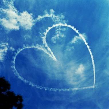Valentines-day-hearts-sky-writing-clouds